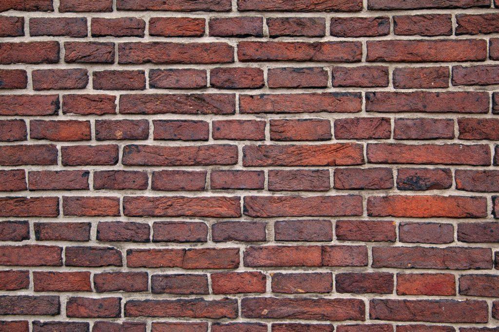 Rote Mauer aus Ziegelsteinen